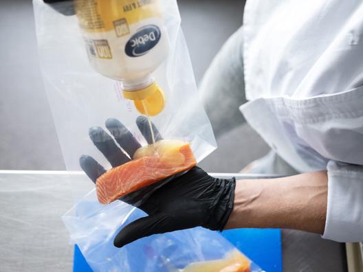 Vacuum cooking of fish